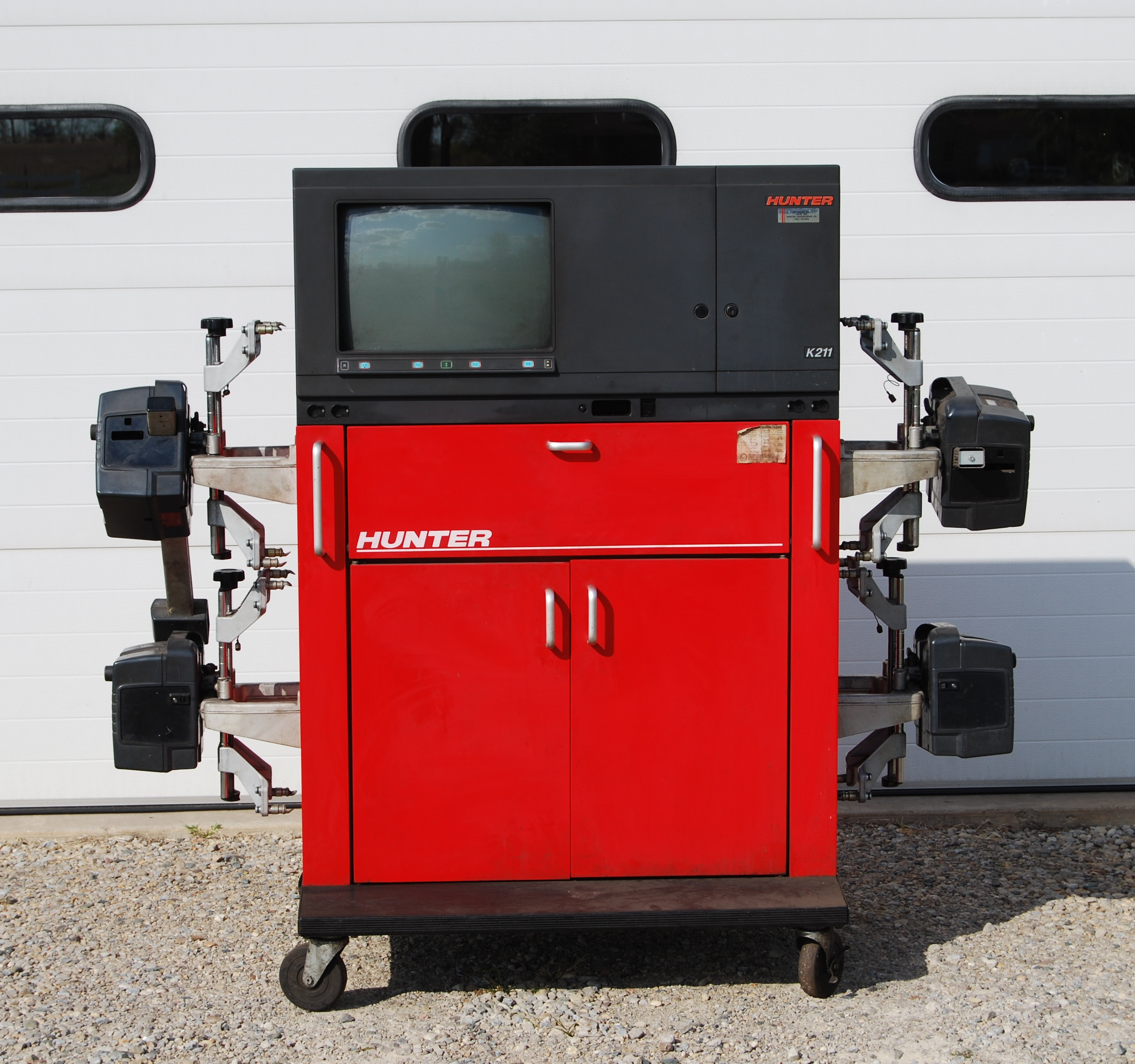 Hunter Computerized 4 Wheel Aligner Hunter Model K211 With mobile cabinet,  4 laser optical sensors, self centering wheel clamps, remote console  indicator, ...